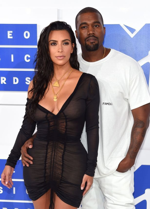 That Moment Kim Kardashian Curved Kanye West While Watching Beyonce At The VMAs
