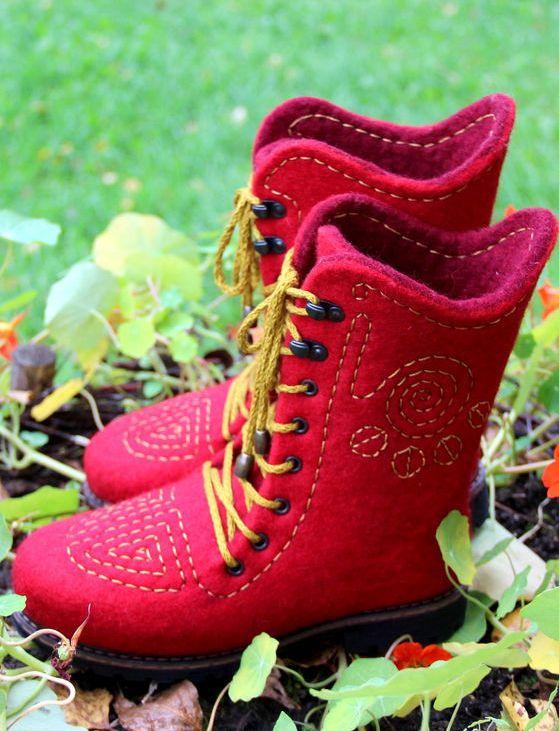 "Handmade felted boots | Валяные сапожки ""Стежки - дорожки"""