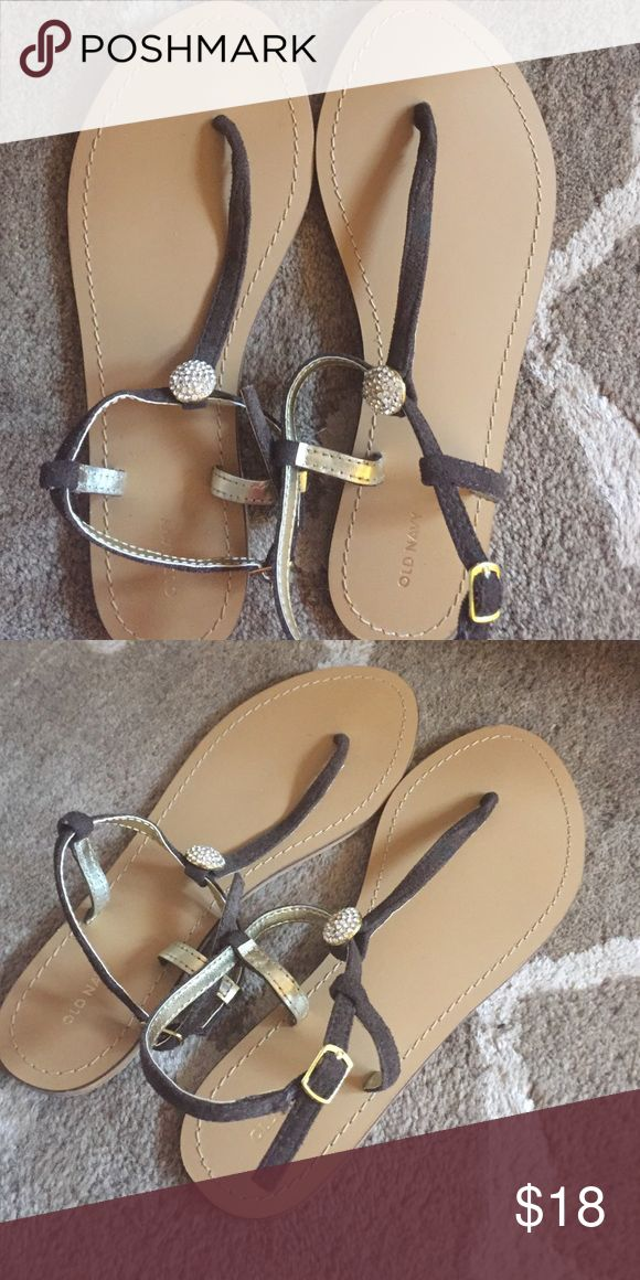 NWOT Old Navy Flip Flops These brown flip flops are perfect for a dress or with shorts! The stone accent makes it super cute! Old Navy Shoes Sandals