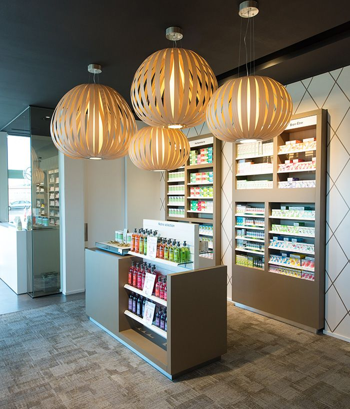 PHARMACIE / PARAPHARMACIE / aménagement pharmacie design / retail / beauty / display / vente / Architecture Intérieure MAYELLE / Design Graphique APARTÉ / Photographie Pierre Rogeaux