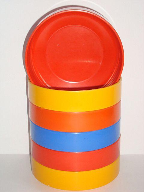 Rosti Danish design retro bowl from the 60s in melaminplastic. #rosti #60s #melamine #kitchenware #danishdesign #danskdesign #sælges #tilsalg #forsale on www.TRENDYenser.com.
