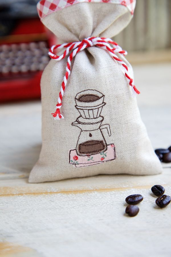 Cute free motion appliqué coffee sachet.
