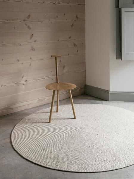 The Braid Weave rug consists of muted colours and a soft feel underfoot which brings an understated elegance to modern life. It is hand plaited from a luxurious
