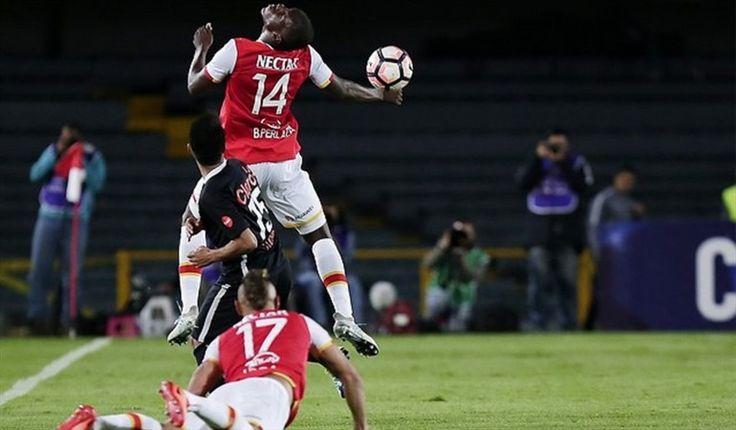 Santa Fe mantiene liderato pese a derrota con Bucaramanga 1-2 Los duelos Patriotas-Junior y Atlético Huila-Alianza Petrolera fueron aplazados por el paro de la aerolínea Avianca.
