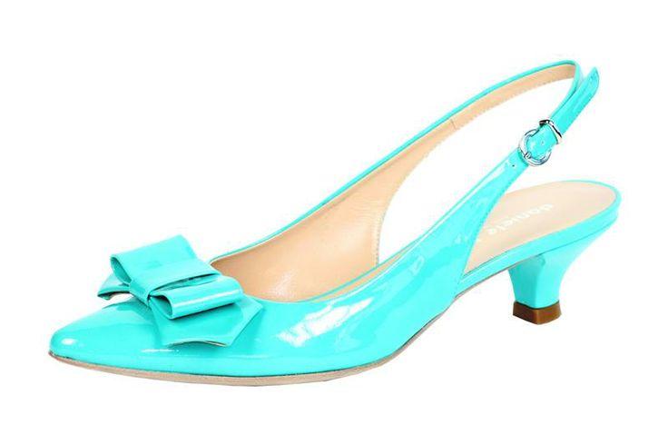 Kitten shoes (scarpe con tacco basso) aperte dietro (modello chanel) in pelle vernice acqua marina (verde tiffany) con fiotto in punta. Bon ton.