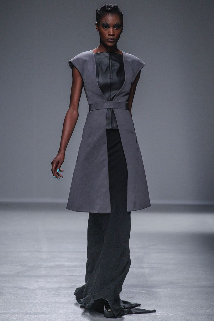 Gareth Pugh Spring 2014 Ready-to-Wear - Collection - Gallery - Style.com