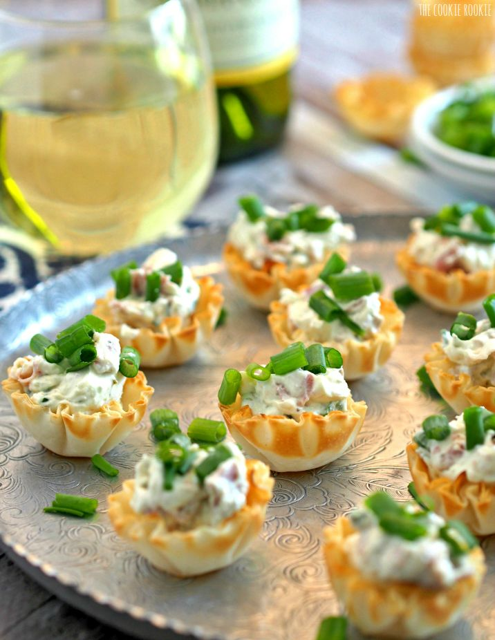 These Boursin & Prosciutto Phyllo Cups are the perfect bitesize appetizer! Perfect for wine night, the tailgate, or family holidays. YUM!