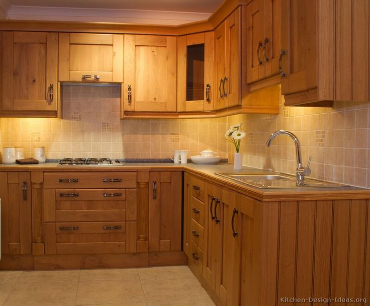 Traditional Light Wood Kitchen Cabinets #06 (Kitchen Design Ideas.org)