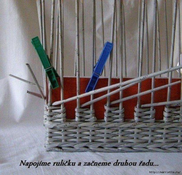 Плетение из газетных трубочек шахматкой.