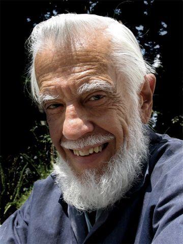 Modesto García. Pintor cubano, graduado de la Escuela de Bellas Artes San Alejandro en La Habana, como premio por su brillante resultado en los estudios recibió una bolsa de viaje para recorrer artísticamente España, Francia, Italia y los Estados Unidos de Norteamérica.