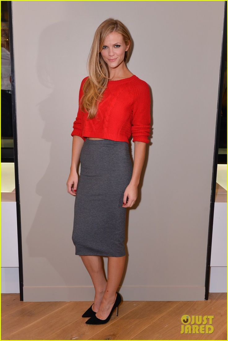 Brooklyn Decker: Express Union Square Grand Opening