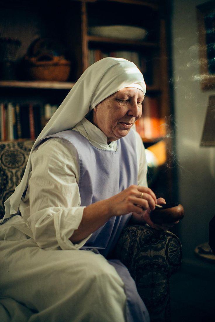 Paraíso na Terra: um dia com as freiras californianas da maconha   VICE   Brasil