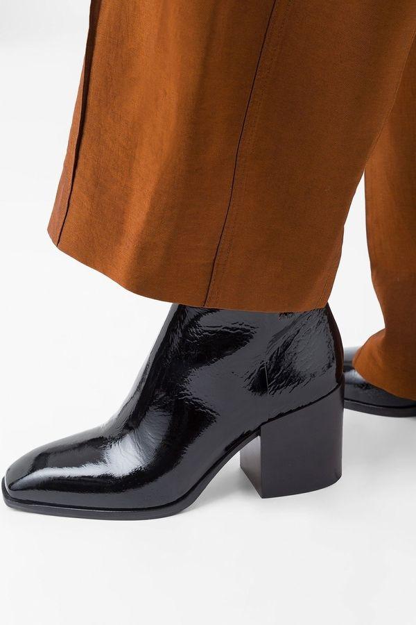 3193a80642caef Ankle Boots aus Lackleder lassen deinen Herbst-Look glänzen. Die schönsten  Modelle zum Shoppen findest du jetzt auf ELLE.de!