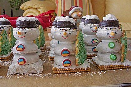 Diese Schneemänner zu basteln macht den Kleinen viel Freude! (Psst: am besten etwas Schwund einplanen! ;-)