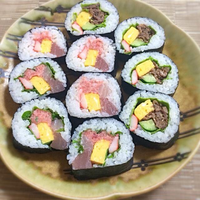 好きな具でつくりました! 海鮮バージョンとお肉バージョン。 お肉は、コストコのプルコギを使いましたー^ ^ - 21件のもぐもぐ - 恵方巻き✳︎作ってみたけど、食べ辛いので切ってしまった(((o(*゚▽゚*)o))) by ayu00
