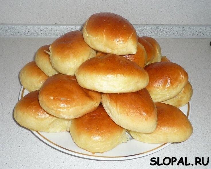 Воздушные дрожжевые пироги с вишней