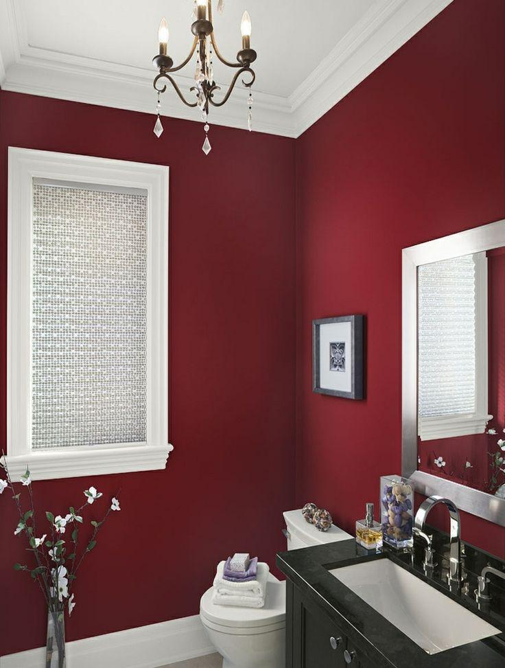 streichen badezimmer elegant dunkelrot kronleuchter schwarz schrank