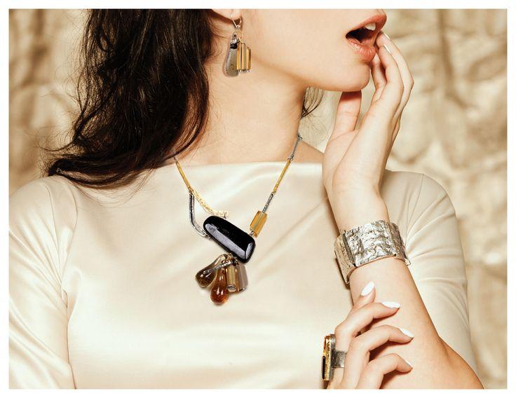 Collier/Necklace: POMARA 04-F | Bracelet: HEIVA 05 | Boucles d'oreilles/Earrings: FANUI 13-F | Bague: IMANU NOIR/BLACK