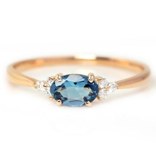 幻の宝石になりつつある、ブラジル・ミナスジェライス産の「サンタマリアアクアマリン」を使用しています。まるで吸い込まれそうなほどに深い青です!