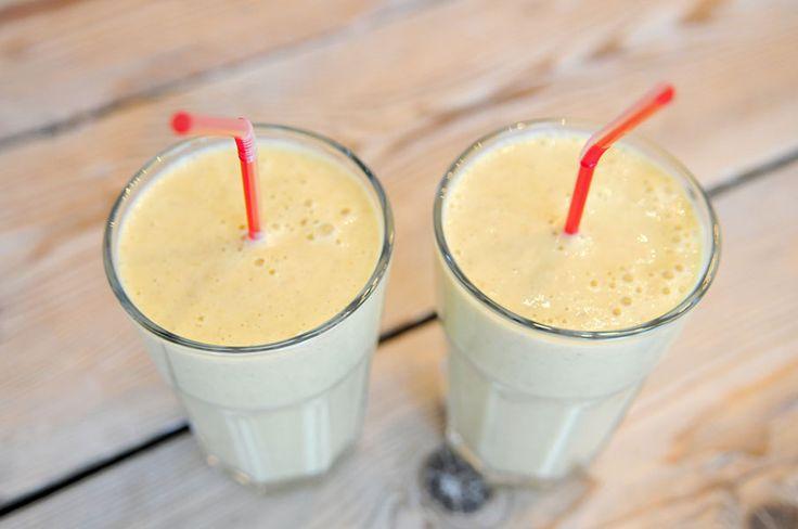 Ontbijtsmoothie: banaan, meloen, yoghurt en havermout