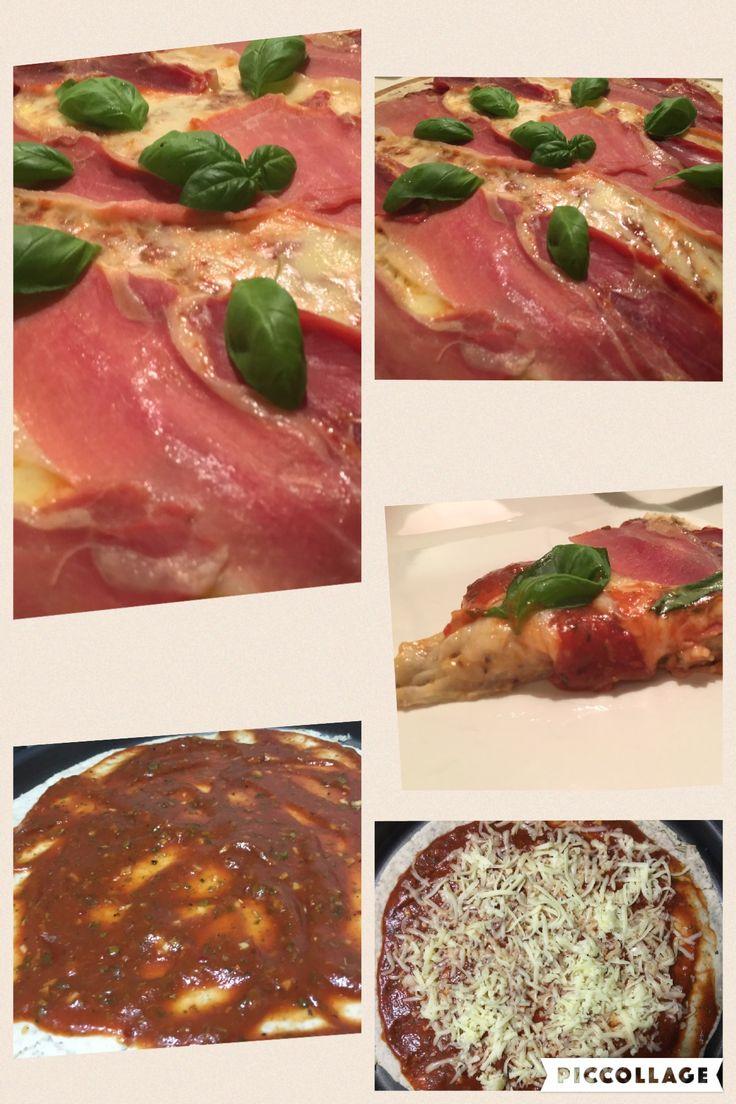 Pizza libre de gluten, de muzzarella y jamón crudo.