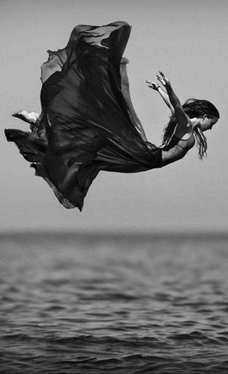 La vita è una tempesta, mio giovane amico. In un momento potrete scaldarvi al sole, in uno successivo andare a frantumarvi contro gli scogli. Che cosa vi rende un uomo, è ciò che si fa, quando arriva quella tempesta. Alexandre Dumas[via the absolute PHOTOGRAPHY blog…]