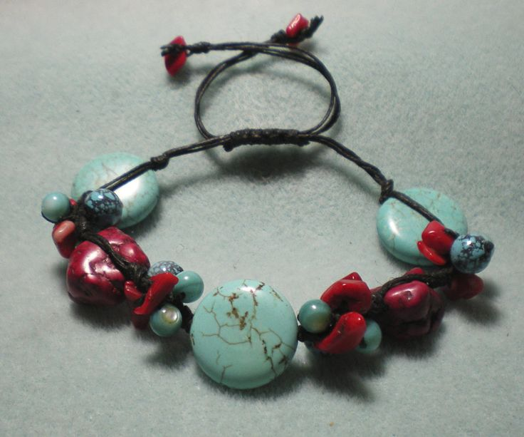 knotty beaded bracelet tutorial: Bracelets Ideas, Beads Bracelets Tutorials, Jewelry Crafts, Apples Gifts, Beaded Bracelets Tutorial, Videos Tutorials, Hands Made Gifts, Apple Gifts, Knotty Beads