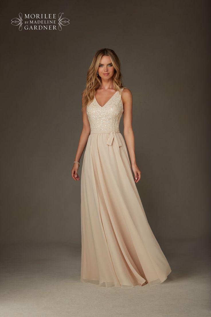 Elegancka, wieczorowa suknia Mori Lee z szyfonu, wycięcie na plecach.
