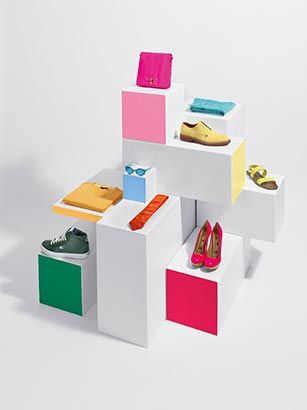 Coordinated color blocking. #retail #merchandising #display #styling