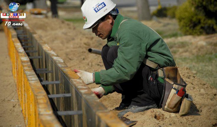 Os impactos causados pela escassez de mão de obra são grandes e a situação se agrava principalmente no setor de construção civil.