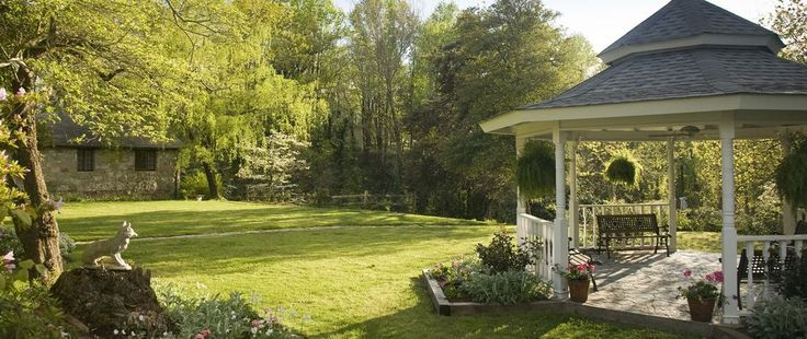 Pine crest inn gardens mountain resort in places for Places to stay in asheville nc cabins