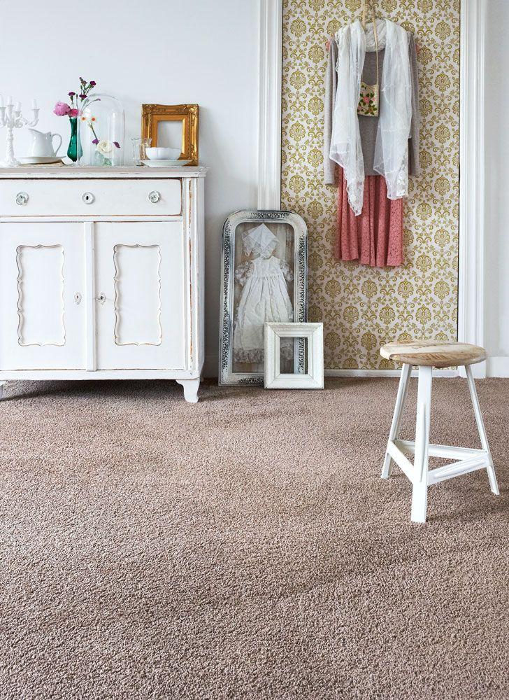 kies voor tapijt lekker zacht comfortabel en warm creer rust in je slaapkamer door te kiezen voor een effen kleur bijvoorbeeld een nude