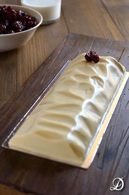 Turrón de Chocolate Blanco con Arándanos y Crujiente de Avellanas con Choco Krispies