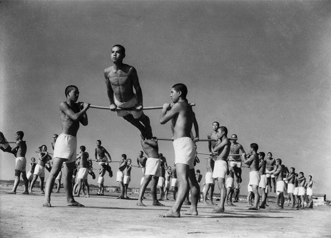 Domon Ken - Allenamento degli allievi del corpo della Marina, Yokosuka, 1936 (Ken Domon Museum of Photography)