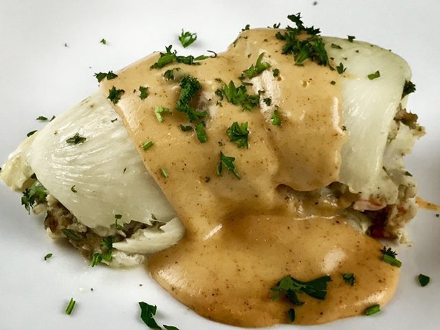 On the blog this week - 4 Unexpected Ways to Enjoy Gluten Free Stuffing Mix! Like this Stuffed Flounder with Crabmeat Stuffing and Newburg Sauce #YUM! Thanks to @lindabonwill_gluten_free for all this out of the box (literally) deliciousness. Link in bio.
