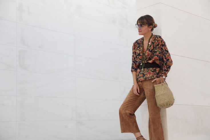 . Blusa / Blouse: Uterqüe  . Culottes: Cortefiel (old)  . Collar / Necklace: Ibiza market  . Cesto / Basket bag: local shop