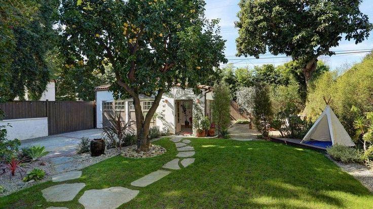 Herečka Constance Zimmer opúšťa svoje útulné bývanie ukryté v Los Angeles. Čo by ste povedali na takéto bývanie v európskom štýle uprostred amerického veľkomesta vy?