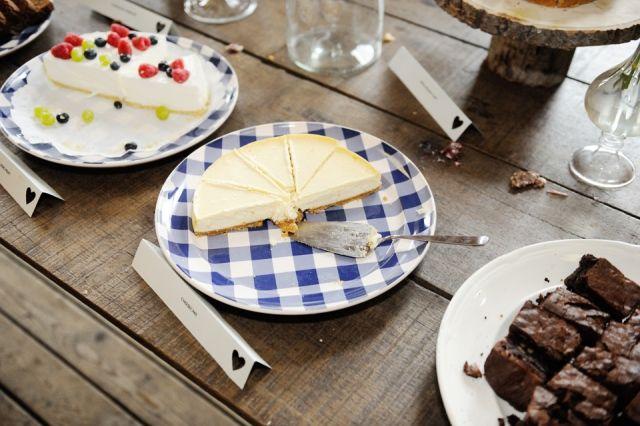 #taart #cheesecake #brownies #bruiloft #wedding Trouwen aan het water in Soest | ThePerfectWedding.nl | Fotocredit: Rinke Heederik Fotografie