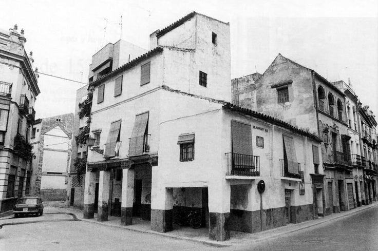 Esta es la casa m s antigua de sevilla se encuentra en la - La casa de los uniformes sevilla ...