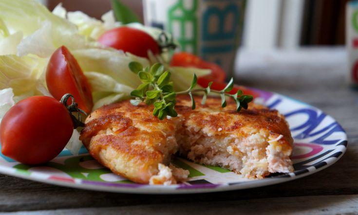 Burger di salmone e patate Tutti a tavola , oggi ci sono i burger di salmone e patate , venite a leggere gli ingredienti per vedere se avete tutto