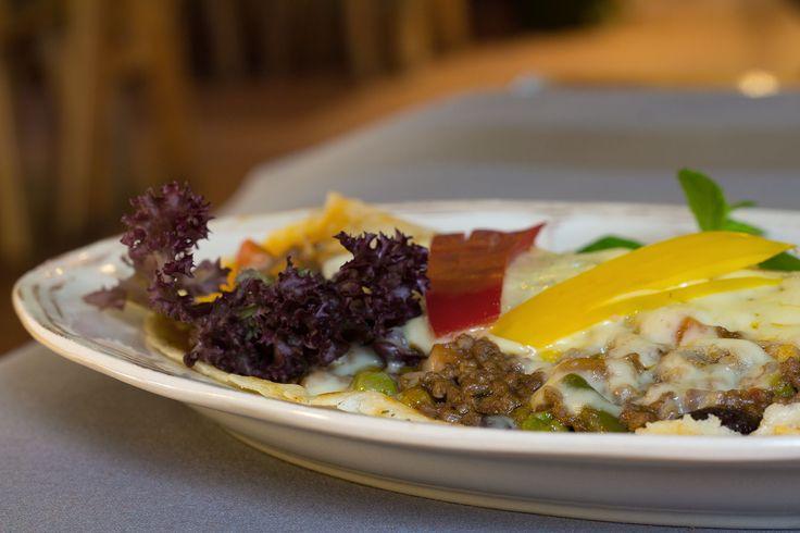 """Danie dnia: Burrito pieczone.  Restauracja Biesiada z """"Hudym Smalcem"""" zapraszamy. #food #jedzenie #restauracja #Kraków"""