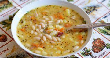O supă de fasole divină – așa o pregătea bunica!