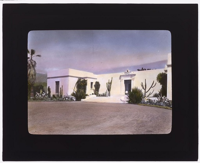 instagram-y: antique garden portraits from photographer frances benjamin johnston. originally shot from 1915 to the 1930s in black and white, then transformed into hand-colored glass slides that johnston used as a 'powerpoint' presentation during her lectures on horticulture and art.  more at the library of congress flickr photostream, titled 'gardening in color.'
