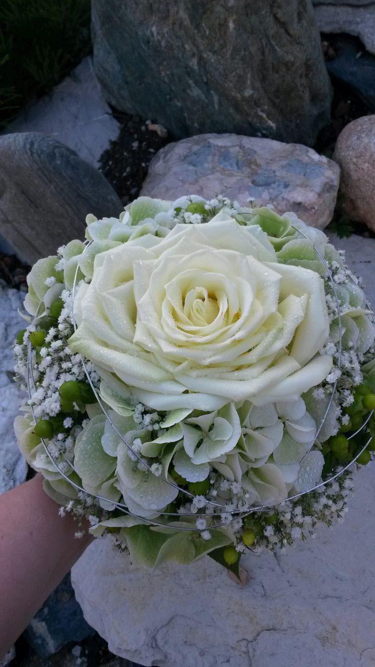 # ramo de novia #pequeño #fino # blanco # verde #rosa