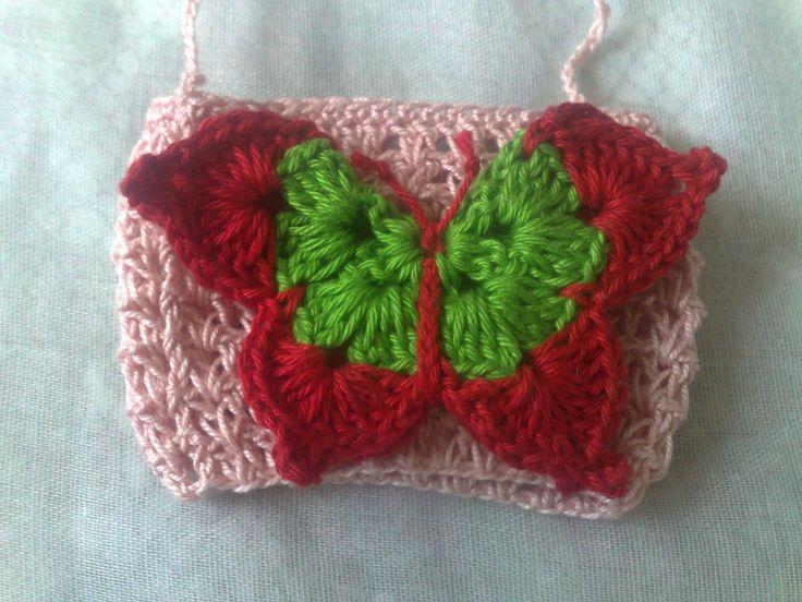 Originelles Weinglas-rosa gehäkelter Weinglas Halter mit rot grünem Schmetterling-origineller Partyartikel für deine Gartenparty-Halskette von HaekelshopSetervika auf Etsy