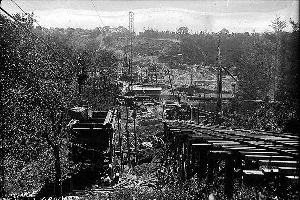 construction of Bloor Viaduct, Toronto, 1915