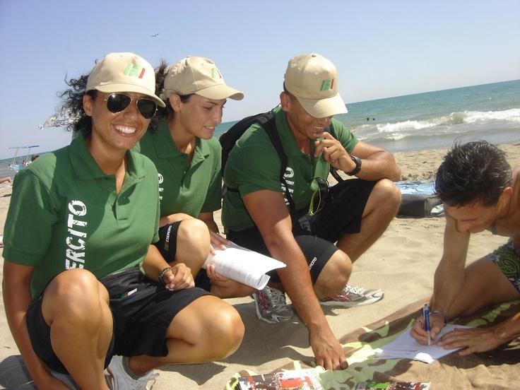Riccione, 22 agosto 2012, infoteam in spiaggia...