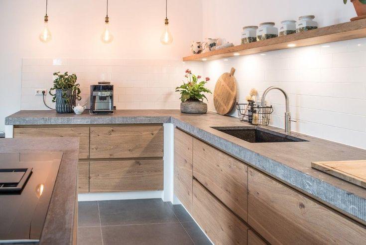 Prachtige rustieke eiken keuken met natuurstenen blad gemaakt door NB Interieurw…,Lisa