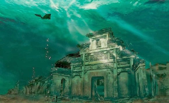石城の水中都市、中国。1341年当時のまま。中国東部の浙江省にある人工湖、千鳥湖に沈む町。通称ライオン・シティ。1959年に水力発電所建設のために沈められた。