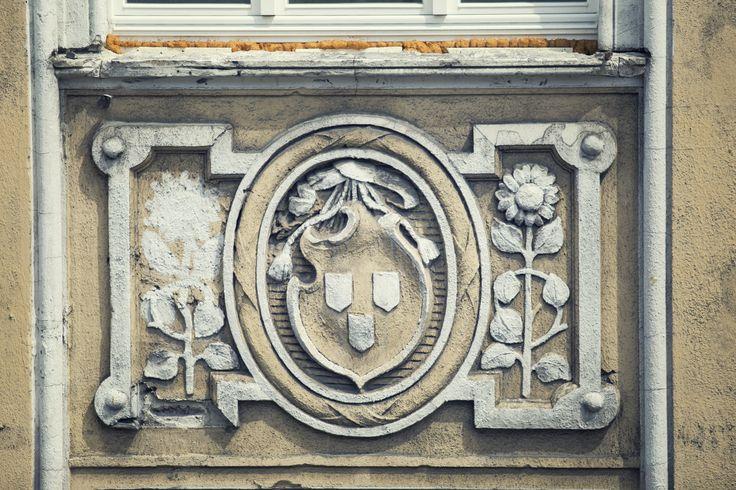 Wybudowana w 1900r., zaprojektowana przez Józefa Święcickiego #kamienica przy ulicy Cieszkowskiego 4 w #Bydgoszczy, dzięki staraniom dewelopera Moderator Inwestycje odzyskuje dawną świetność.Wspólnota mieszkaniowa podczas remontu, zadbała o detale i szczegóły czyniące kamienicę świadkiem minionej belle époque. Wkrótce będzie gotowa